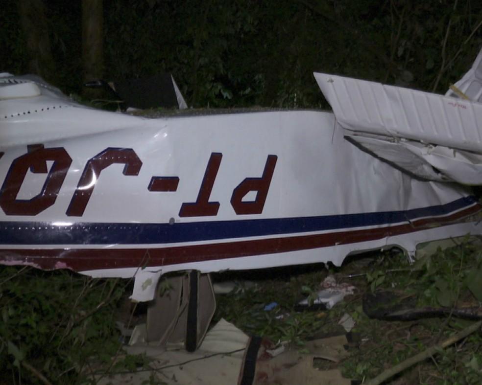 Avião caiu, em Cascavel, no domingo (17) — Foto: RPC/Reprodução