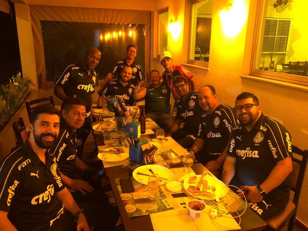 Jantar entre as comissões técnicas de Palmeiras e Galvez após o jogo — Foto: Arquivo Pessoal