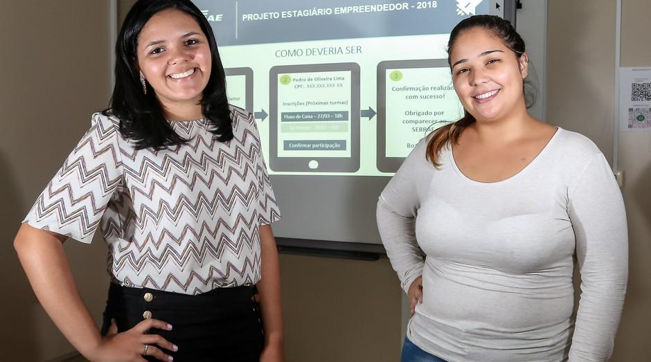 Juliana Tiemi Rodrigues e Karoline da Silva Carvalho, do Escritório Regional de Osasco, venceram o Prêmio Estagiário Empreendedor. (Foto: Reprodução/Agência Sebrae-SP)