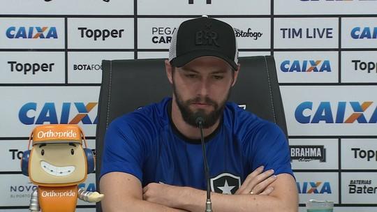 João Paulo renova contrato com Botafogo e quer esquecer lesão séria de 2018
