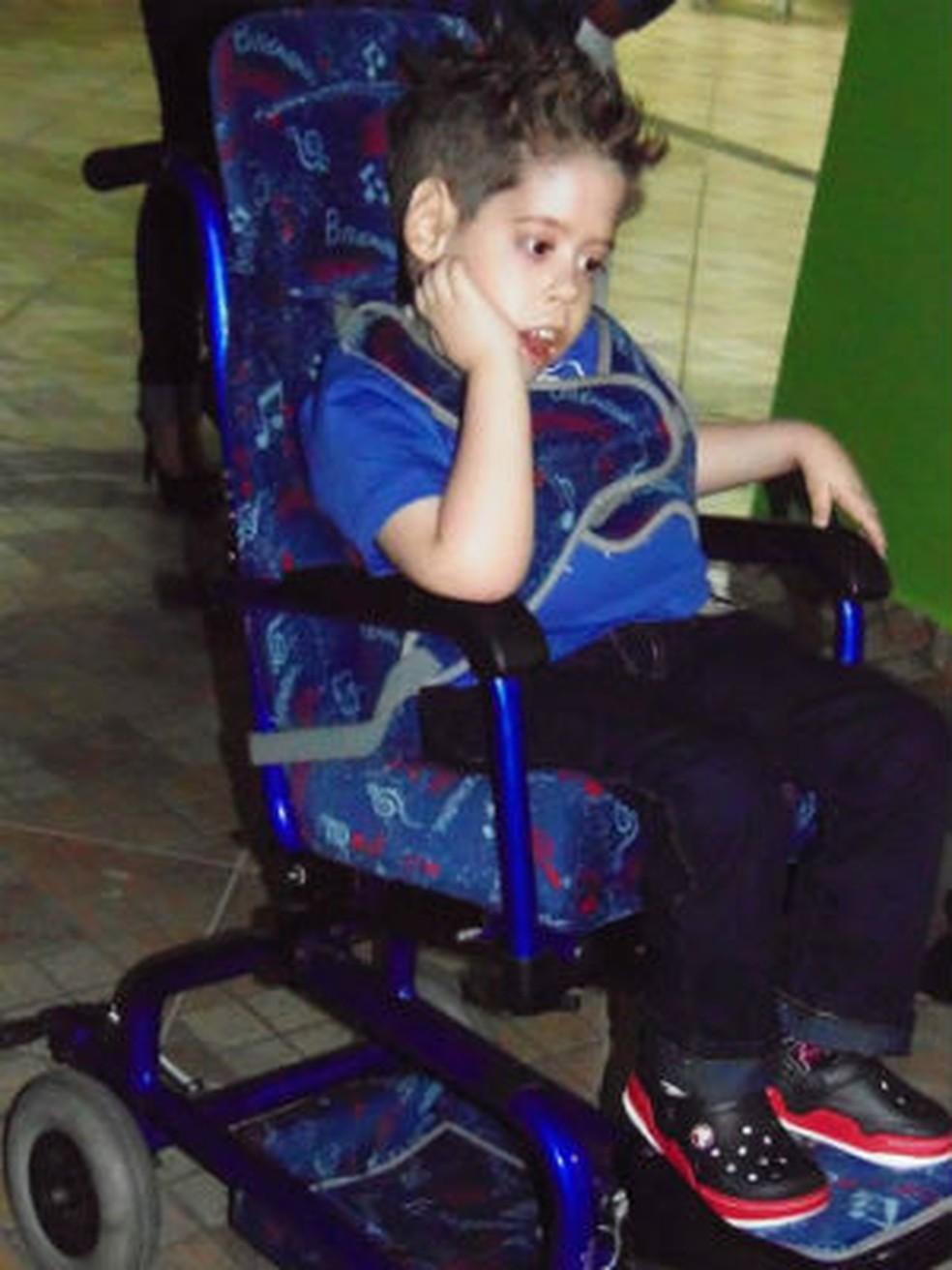 Pietro em 2015, quando família fez campanha para que ele pudesse ir à escola  (Foto: Arquivo Pessoal)
