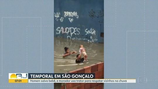 Vizinho resgata bebê durante temporal em São Gonçalo, RJ