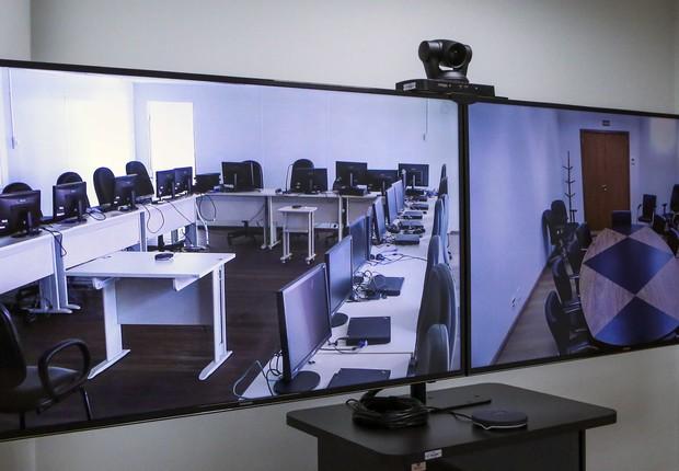 Videoconferências já acontecem constantemente nos tribunais do Paraná (Foto: Divulgação-TJ/PR)