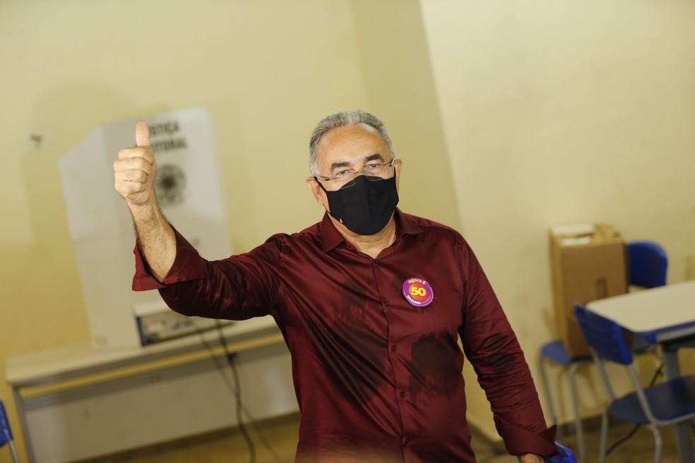 Edmilson Rodrigues votou na manhã deste domingo (29) — Foto: TARSO SARRAF/ESTADÃO CONTEÚDO
