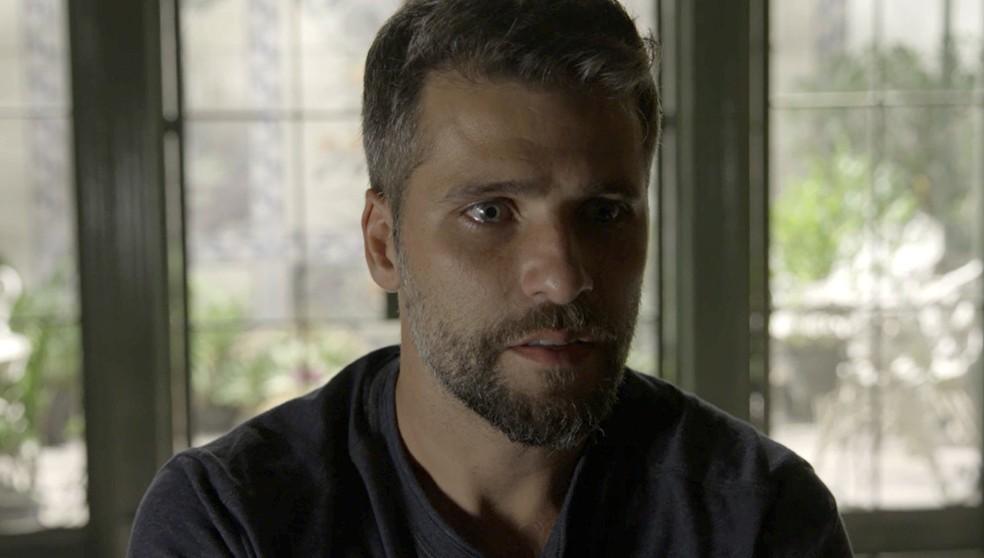 Gabriel (Bruno Gagliasso) fica impactado ao constatar os poderes curativos da fonte mística de 'O Sétimo Guardião' — Foto: TV Globo