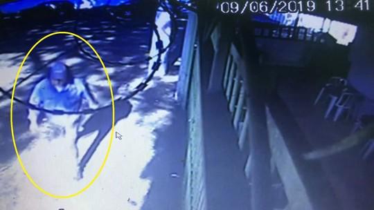 Vídeo mostra assassino de família de ator Rafael Miguel fugindo do local do crime