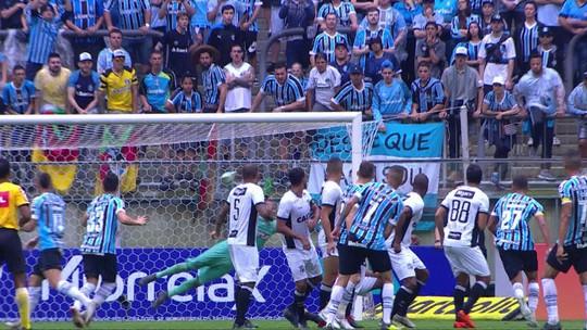 """Herói, Luan desencanta com 1º gol no Brasileirão e ganha abraço: """"Sempre é decisivo"""""""