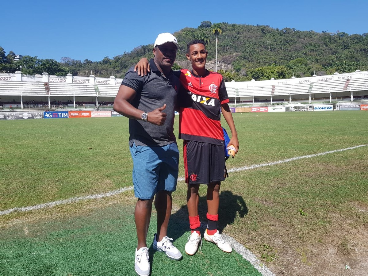 Filho de Beto, Pedrinho veste a 10 do Flamengo sub-15 e é decisivo no Fla x  Flu | Na Base da Bola | ge