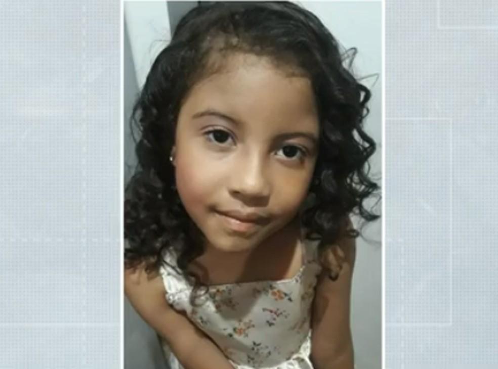 Menina de sete anos queimada pelo primo em fogão é enterrada, em Londrina  — Foto: Reprodução/RPC