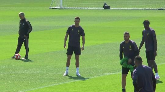 Na véspera de duelo contra o Ajax, Cristiano Ronaldo volta a treinar com o grupo na Juventus