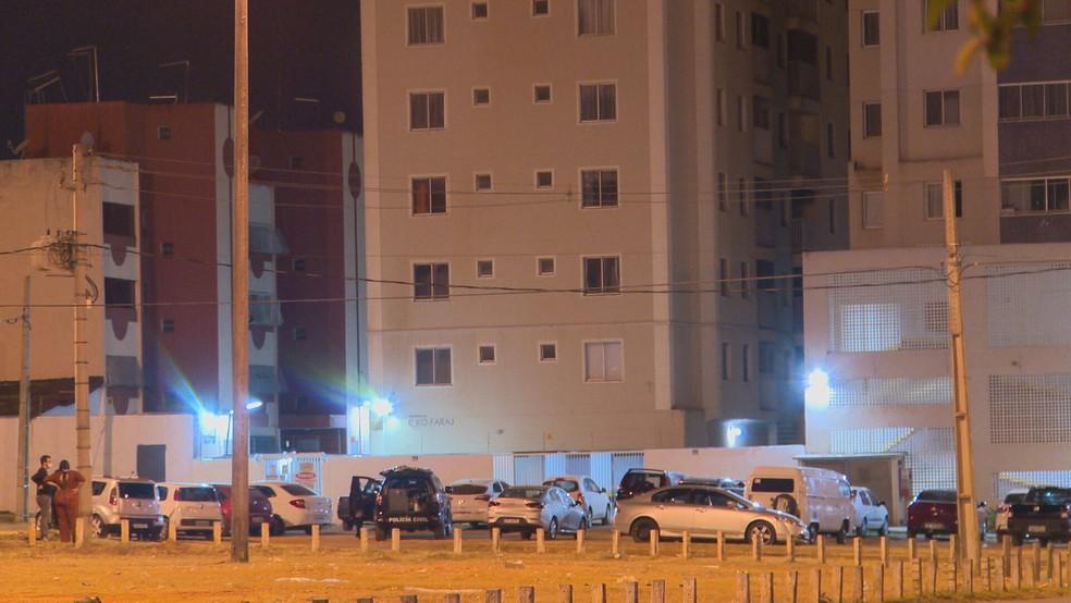 Filho foi morto pelo pai dentro do próprio apartamento em Ceilândia, no DF — Foto: TV Globo/Reprodução