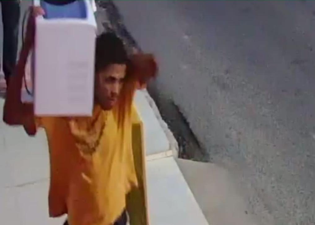 Divulgada imagem de suspeito de furtar sede do Procon de Arapiraca, em Alagoas