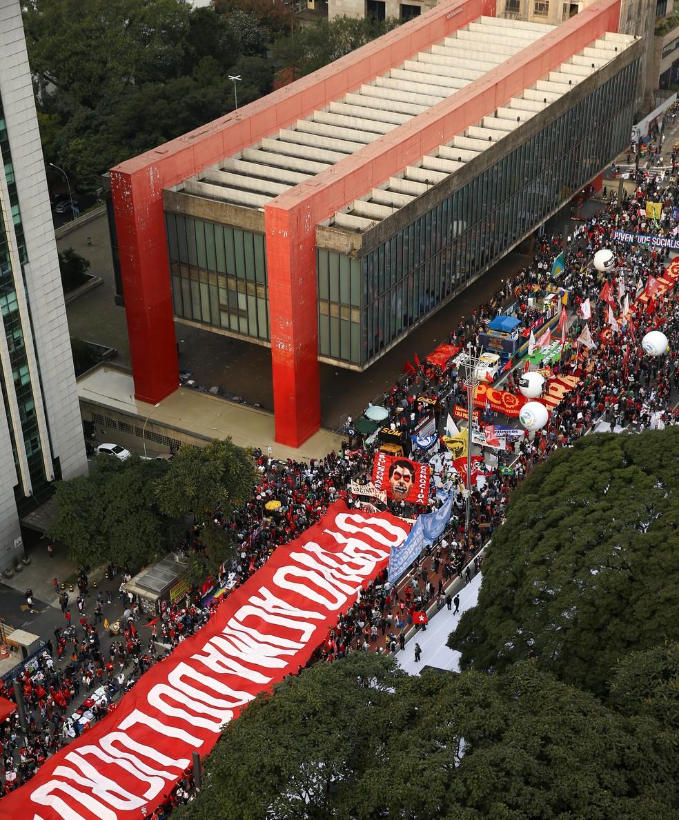 Protesto contra Bolsonaro na avenida Paulista, em SP — Foto: REUTERS/Carla Carniel