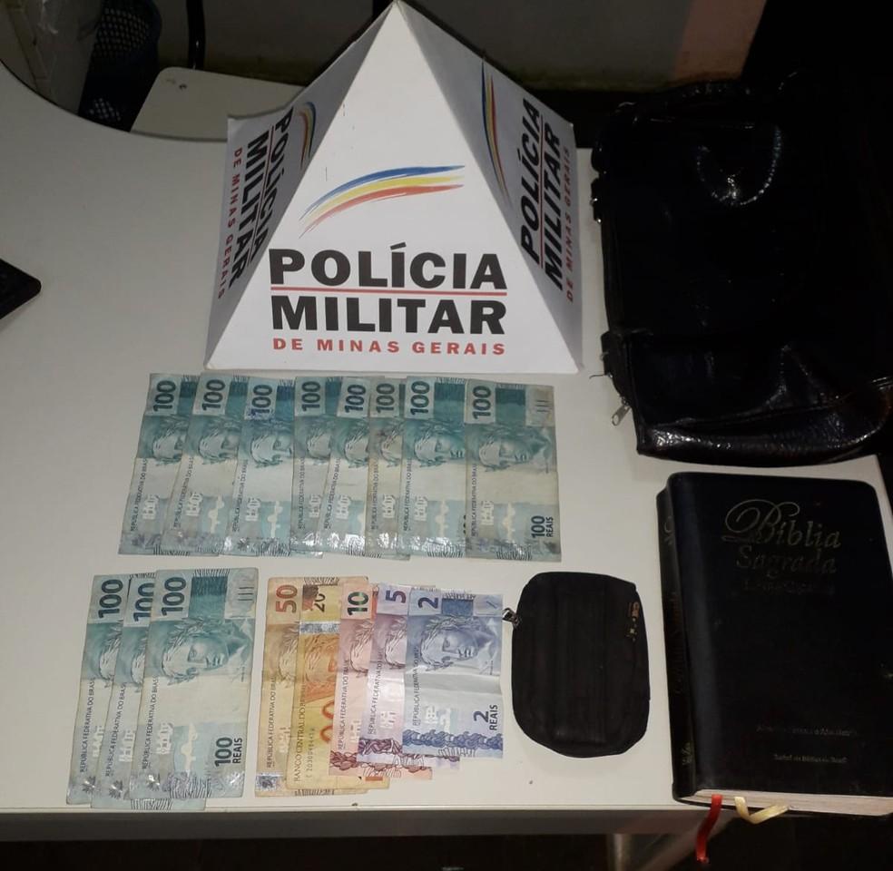 Dinheiro roubado foi recuperado pela polícia — Foto: Polícia Militar/Divulgação