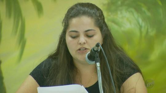 Lei aprovada dá direito a vereadora transexual de assinar documentos com nome social em MG