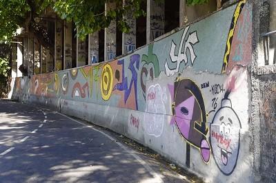 painel de Chica Granti na Avenida Niemeyer