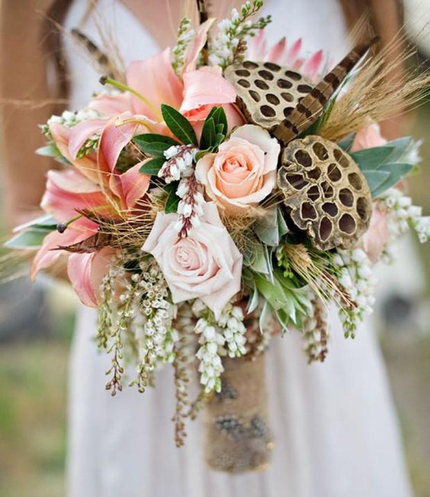 O buquê fica mais elegante com a flor de lótus (Foto: Pinterest/Reprodução)