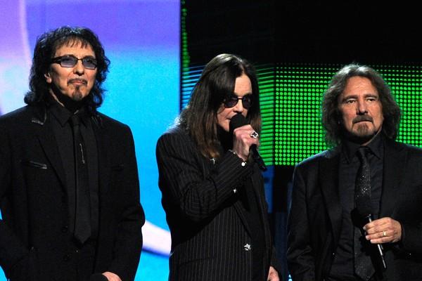 O músico Ozzy Osbourne com seus colegas de Black Sabbath (Foto: Getty Images)