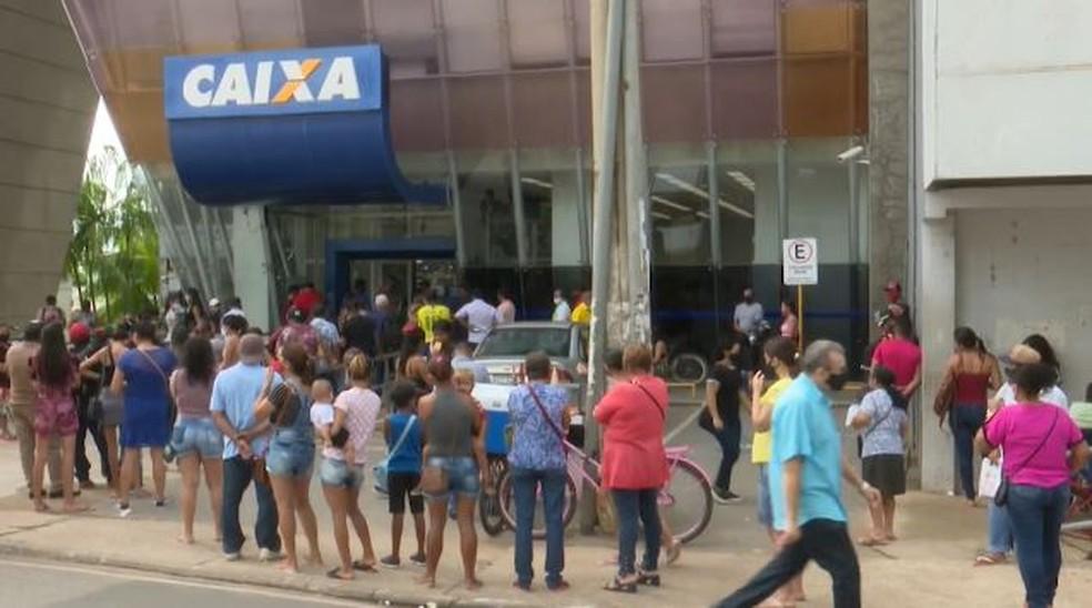 Agência da Caixa Econômica no Centro de Rio Branco, durante pagamento do auxílio emergencial em 2020 — Foto: Reprodução/Rede Amazônica Acre