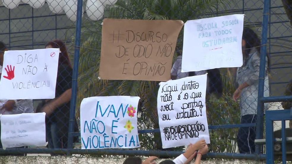 Alunos fizeram uma manifestação em apoio ao professor agredido — Foto: Reprodução/RPC