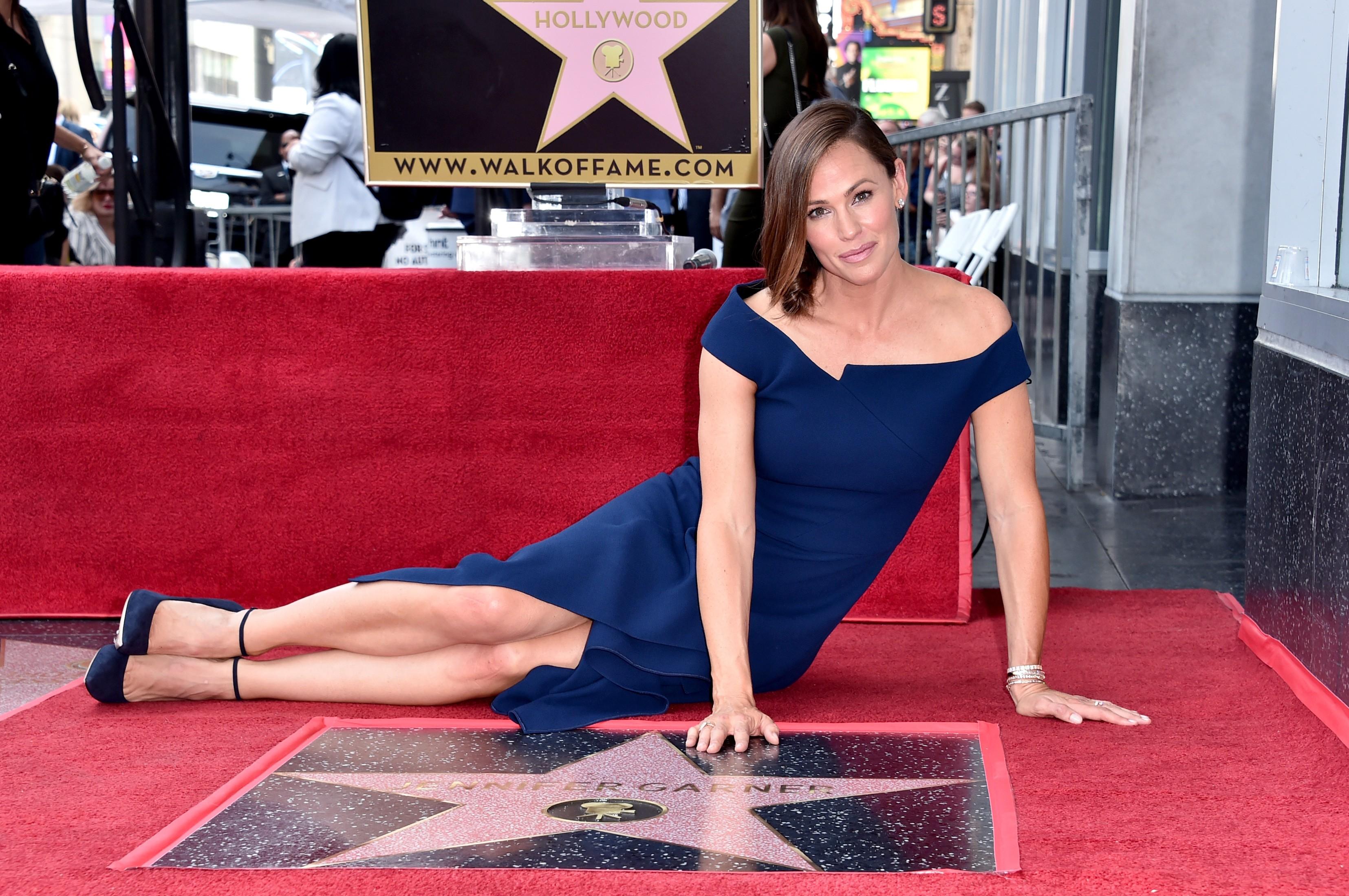A atriz Jennifer Garner na cerimônia de inauguração de sua estrela na Calçada da Fama de Hollywood (Foto: Getty Images)