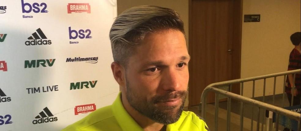 Diego cumpre suspensão por três cartões amarelos — Foto: GloboEsporte.com