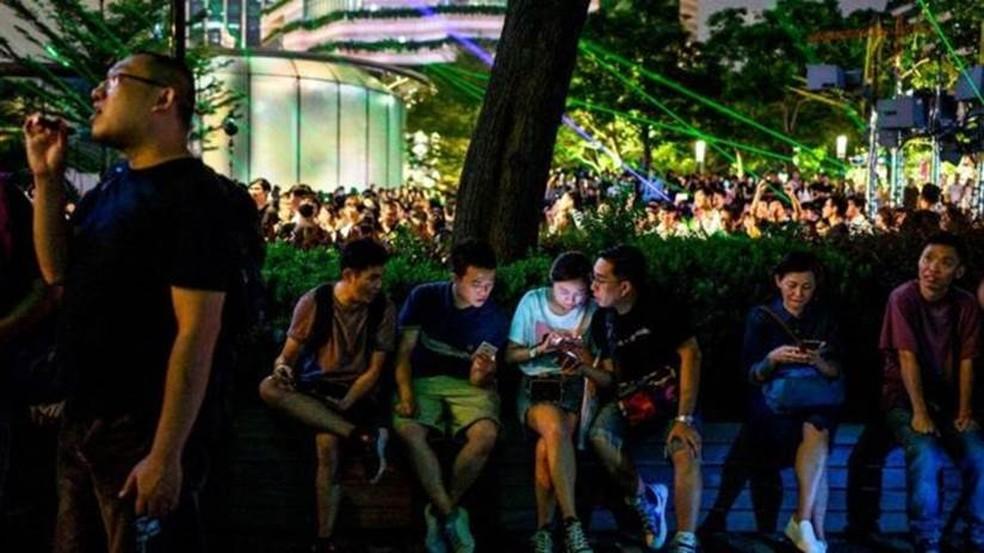 Manifestantes dizem que o uso de fóruns e aplicativos ajuda a evitar que eles se tornem alvo de repressão — Foto: Getty Images
