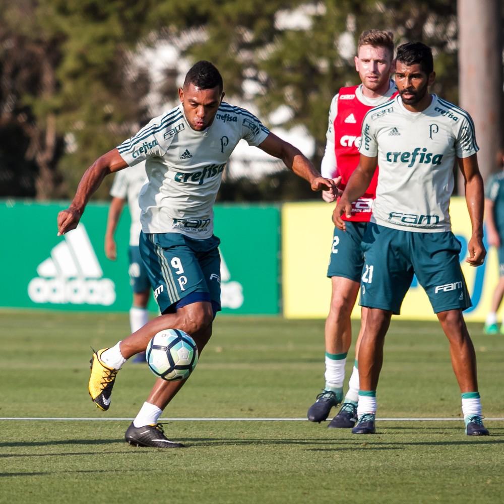 Borja se irrita com cobrança de volante e sai mais cedo de treino do Palmeiras
