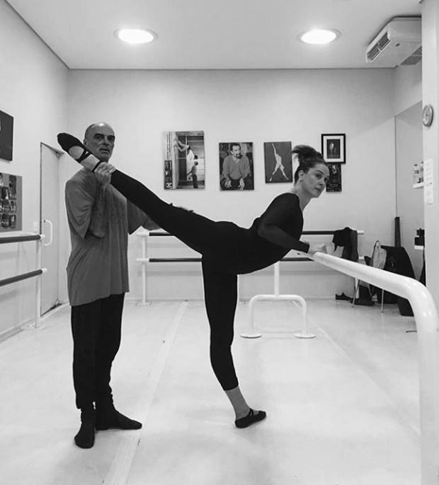 Claudia Raia em treino de ballet (Foto: Reprodução / Instagram )