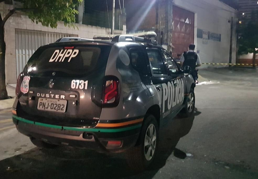 Homem com tornozeleira eletrônica é morto a tiros no bairro São Gerardo, em Fortaleza. — Foto: Rafaela Duarte/ SVM