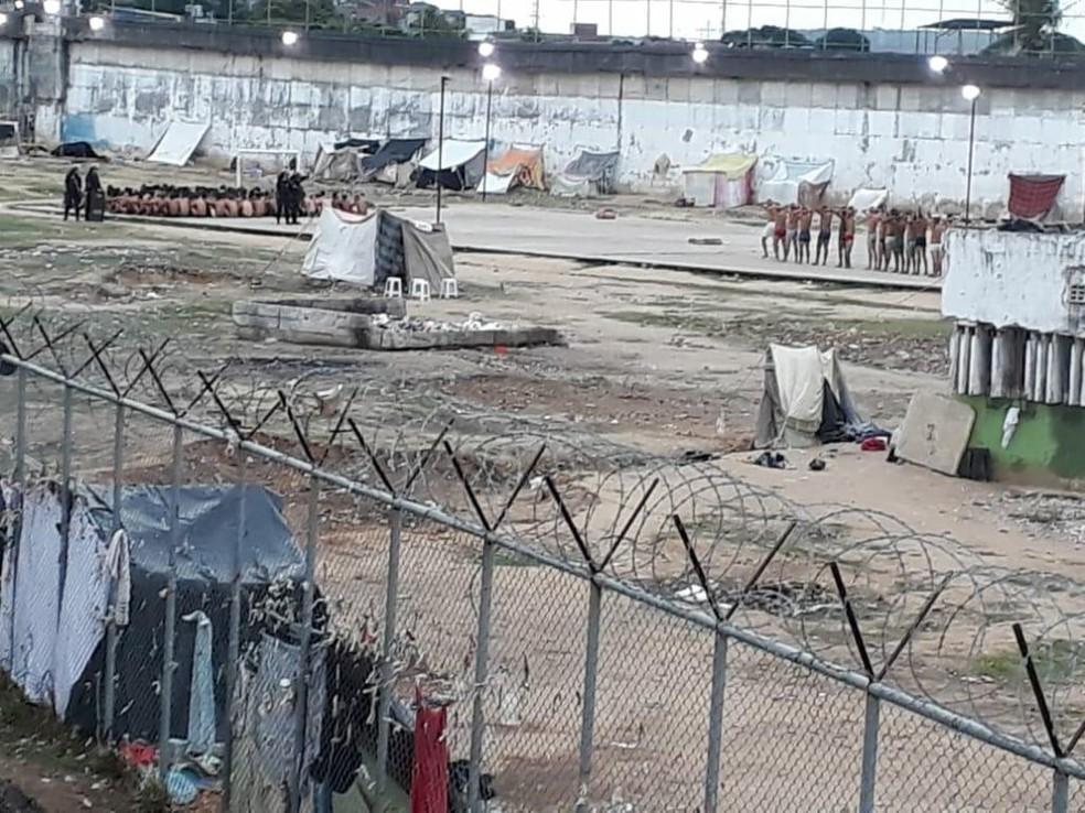 Após registro de brigas entre detentos, revistas são realizadas no Presídio Frei Damião de Bozzano — Foto: Reprodução/WhatsApp