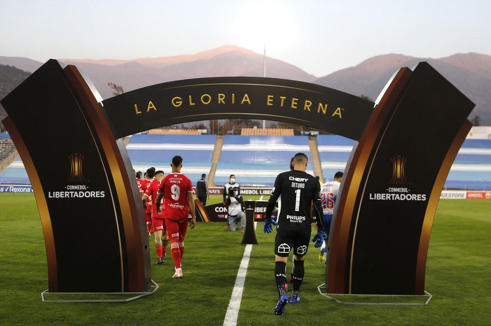 Dituro, goleiro da Universidad Católica entrando em campo. Foto/Reprodução: Staff Images / CONMEBOL