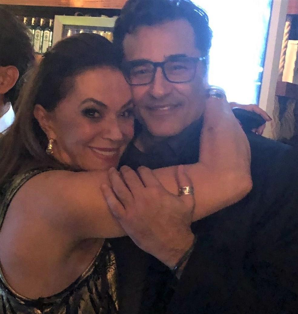 Beth Szafir com o filho Luciano: quadro evoluindo bem — Foto: Reprodução/Redes sociais