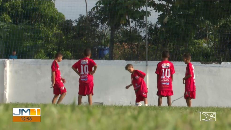 Crianças nunca tinham ido a um estádio de futebol antes. — Foto: Reprodução/TV Mirante