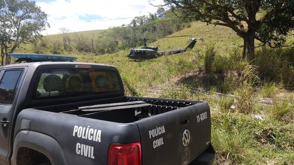 Policiais utilizaram helicóptero para encontrar traficante 3N, que estava em um sítio em Itaboraí, na Região Metropolitana do Rio — Foto: Reprodução