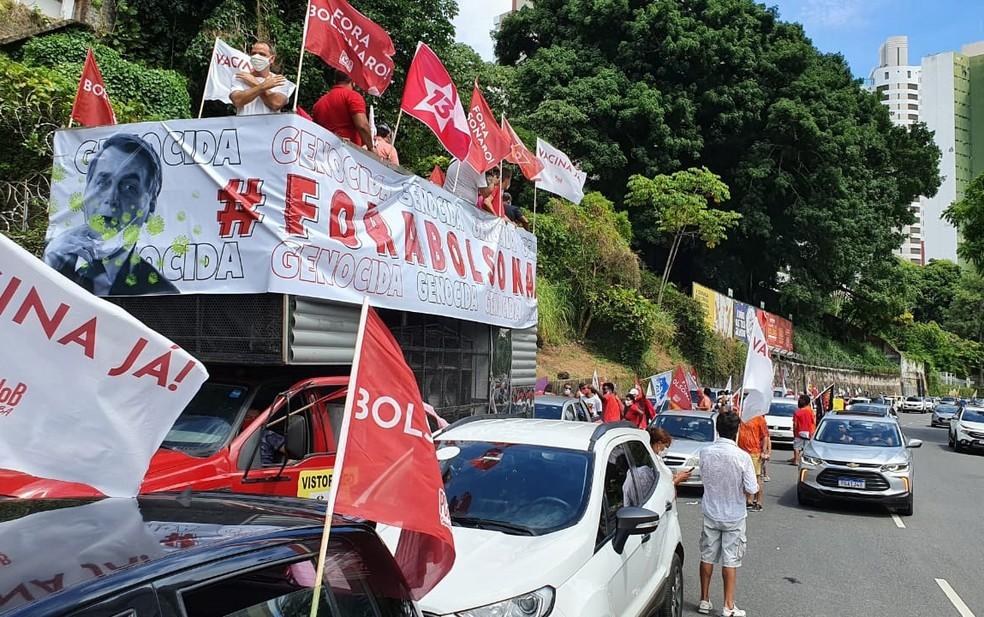 Carreata a favor da vacina e contra Bolsonaro é realizada neste sábado (23), em Salvador — Foto: Júlio César/TV Bahia