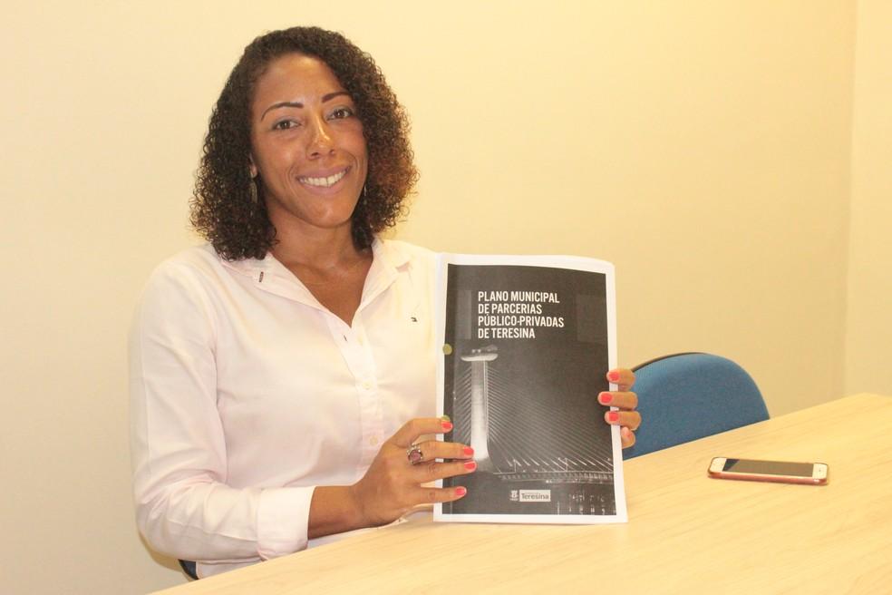 Secretária municipal de parcerias e concessões, Monique Menezes. — Foto: Gilcilene Araújo/G1