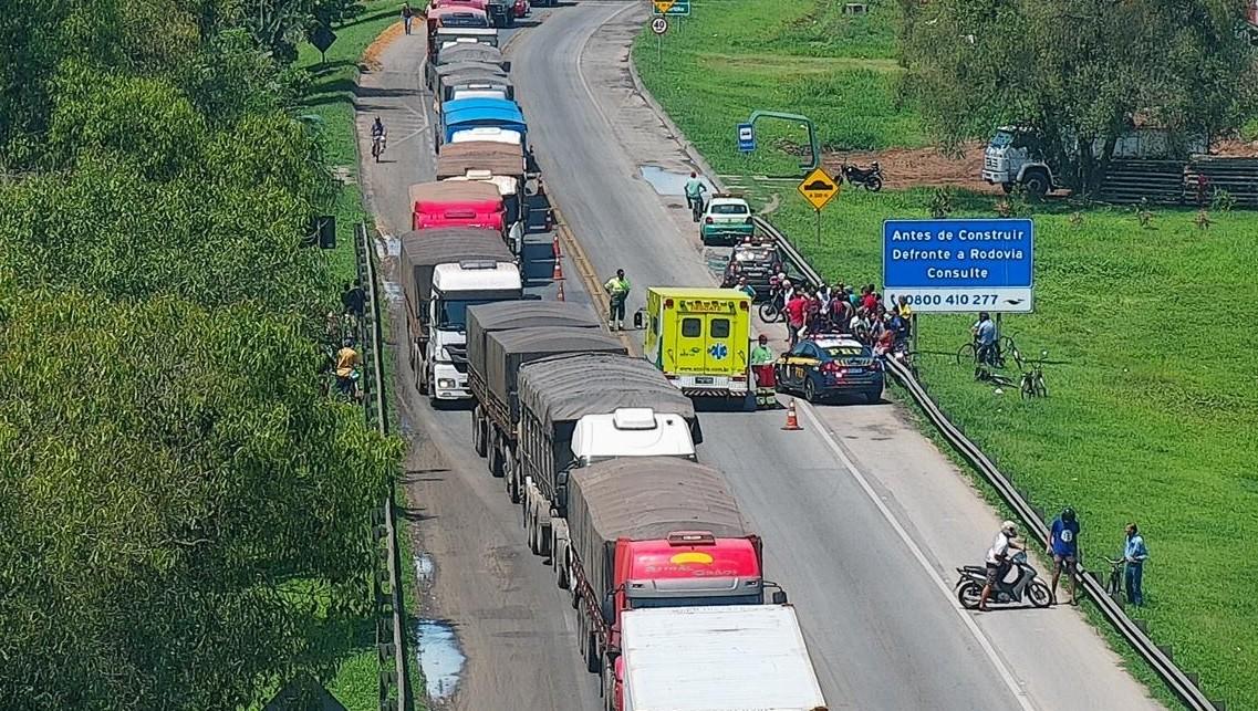 Motociclista morre em acidente com carro na BR-277, em Paranaguá - Notícias - Plantão Diário
