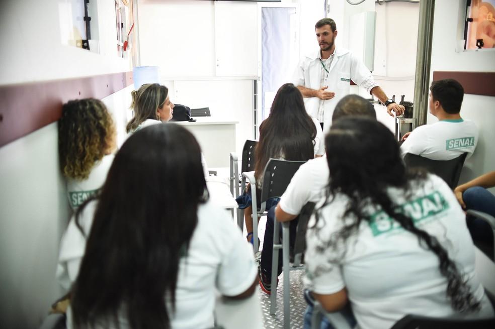 Estudantes durante aula em uma das unidades do Senai no DF — Foto: Andre Borges/Agência Brasília