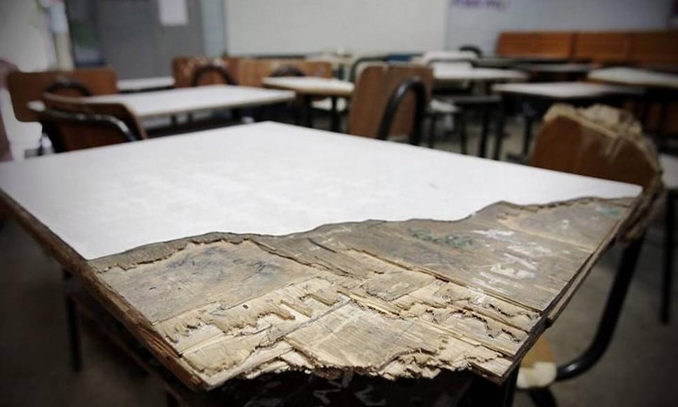 O Centro de Ensino Fundamental em Sobradinho, região rural do Distrito Federal, onde não há bibliotecas, laboratórios científicos e o mobiliário está em mau estado de conservação.  — Foto: André Coelho/Agência O Globo