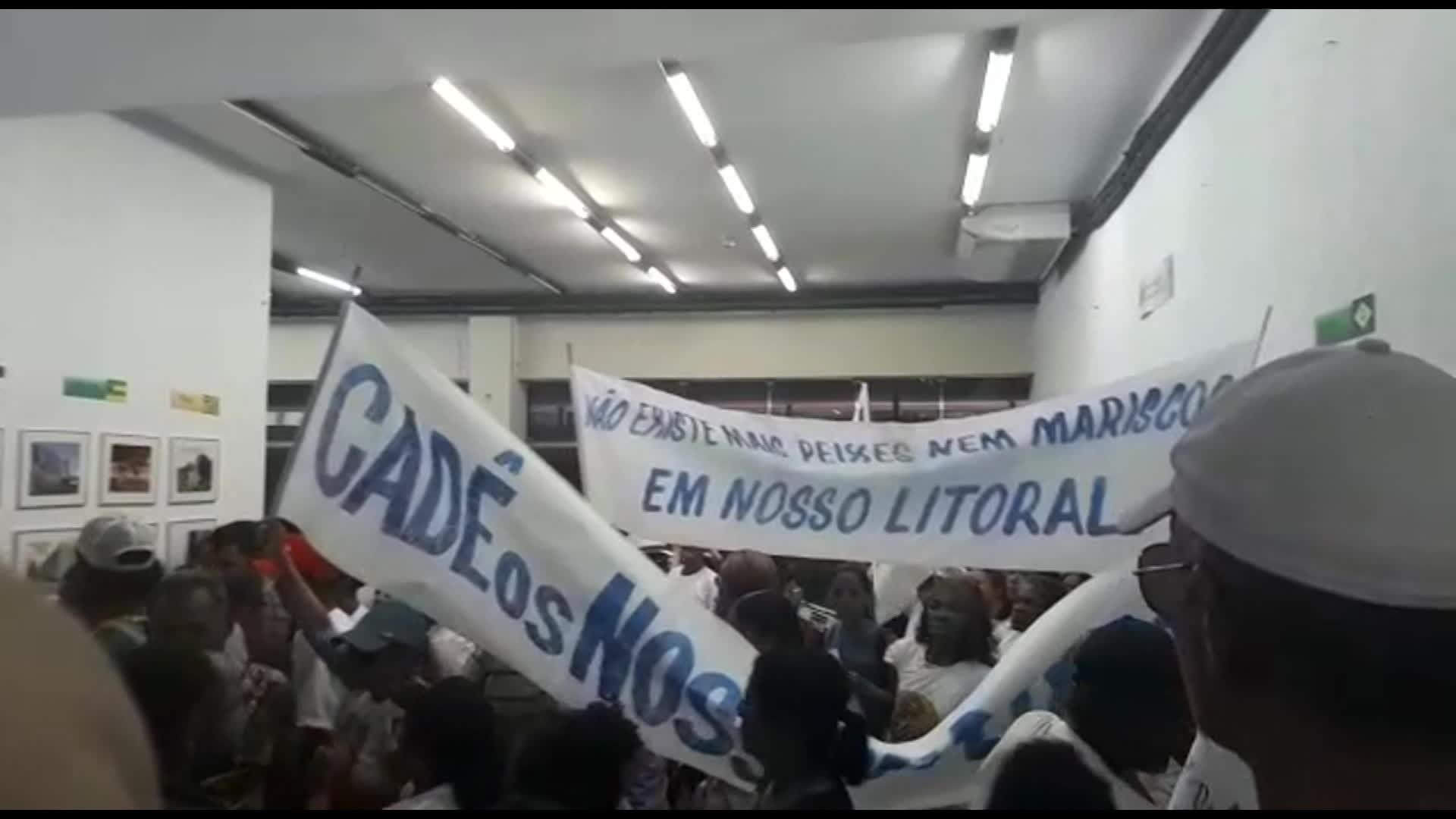 Pescadores pedem pagamento do seguro-defeso durante protesto na sede do INSS no Recife - Notícias - Plantão Diário