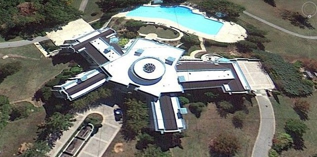 A casa de 109 quartos que Evander Holyfield vendeu em 2008 por 33 milhões de reais (Foto: Divulgação)