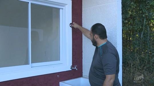 Proprietários de casas populares entregues em Holambra reclamam de obras inacabadas