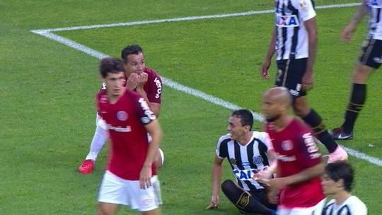 """Colorados lamentam gols sofridos em """"vacilos"""" em empate com o Santos: """"Desatenções"""""""