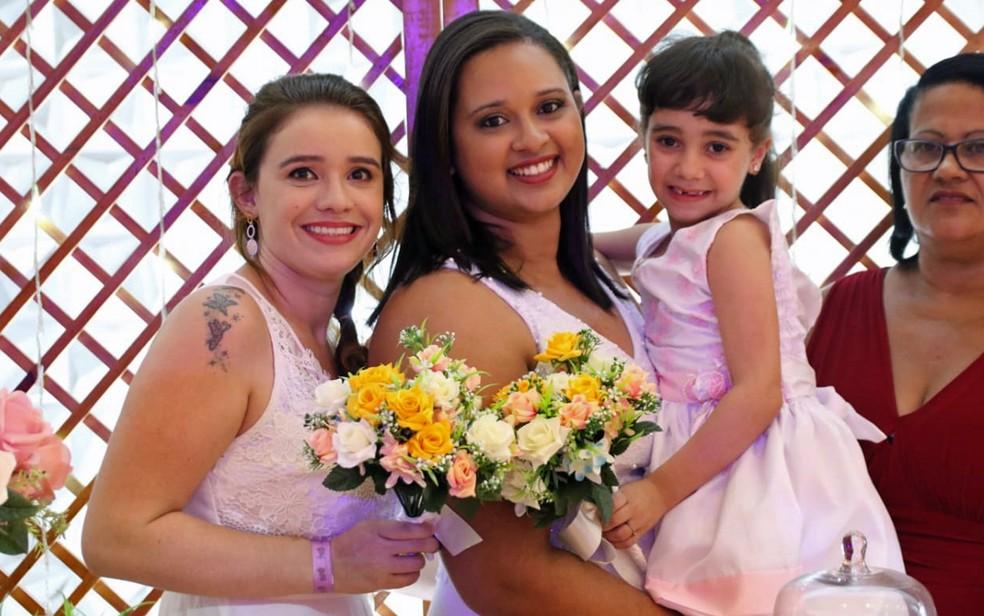 Casais LGBT oficializaram união em celebração conjunta no Recife — Foto: Aldo Carneiro/Pernambuco Press