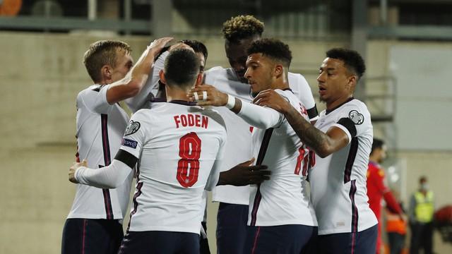 Jogadores da Inglaterra comemoram vitória sobre Andorra, pelas eliminatórias europeias