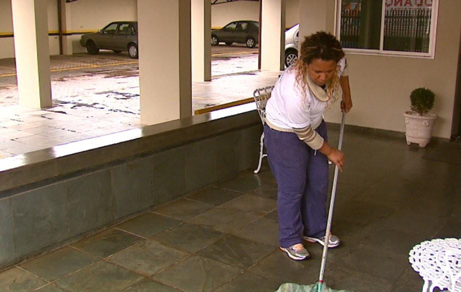 SineBahia tem vagas para auxiliar de cozinha, caçamebeiro e outras; veja lista de emprego