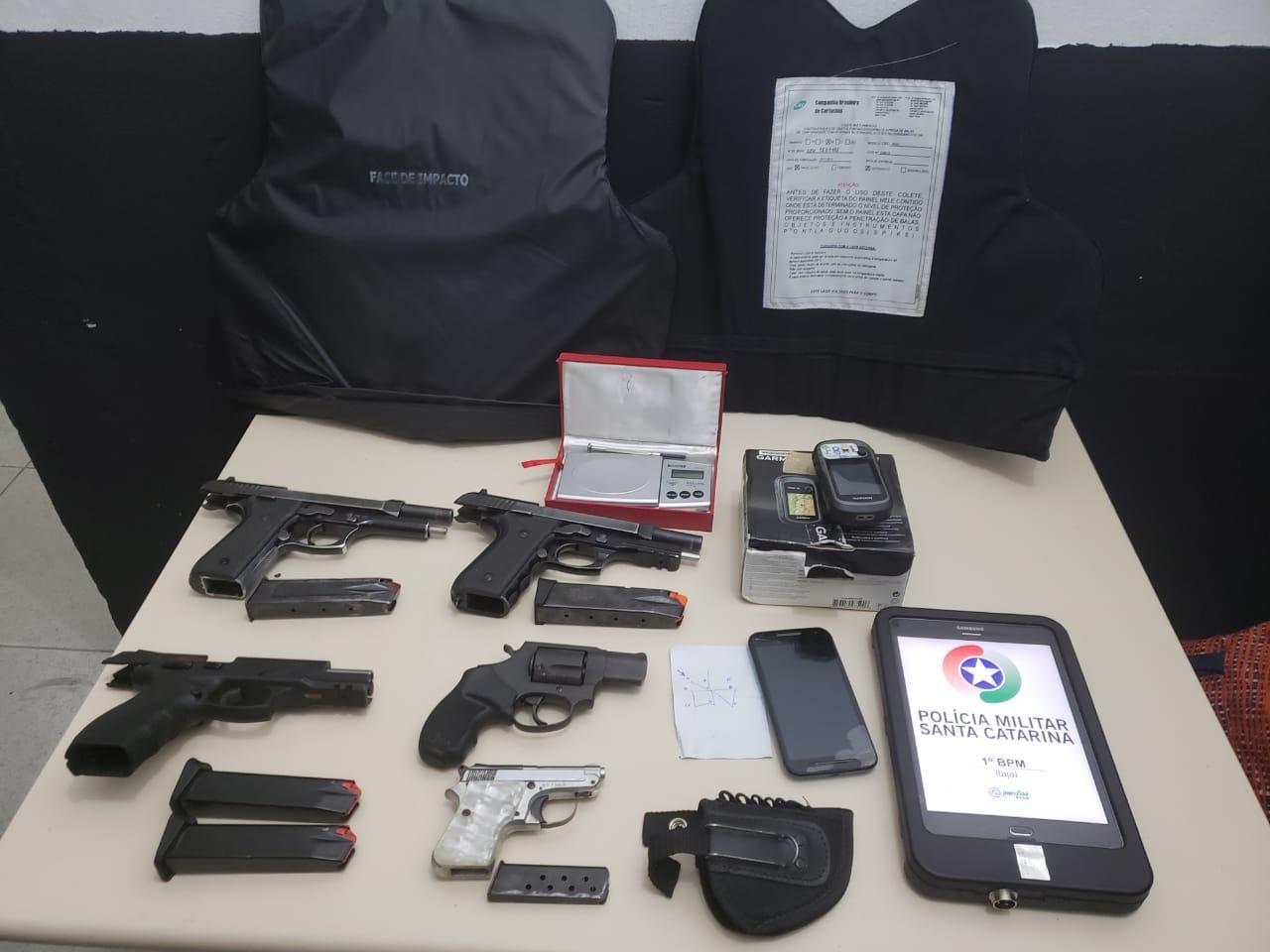 Polícia prende suspeitos e recupera armas furtadas do IGP de Itajaí; atendimento é retomado