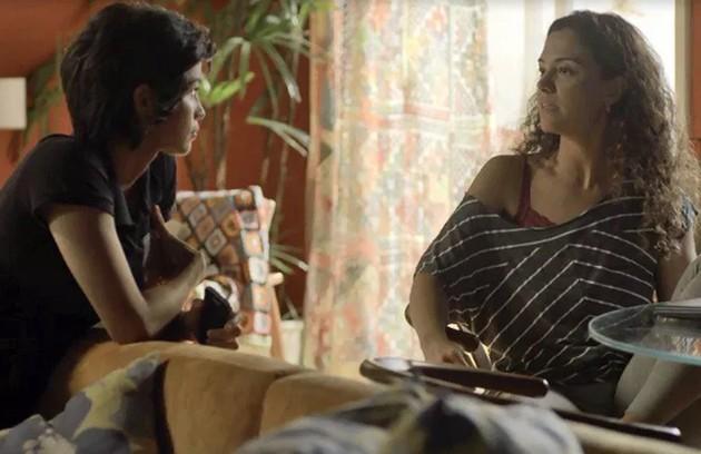 Maura (Nanda Costa) e Selma (Carol Fazu) ficarão juntas no desfecho da trama (Foto: Reprodução)