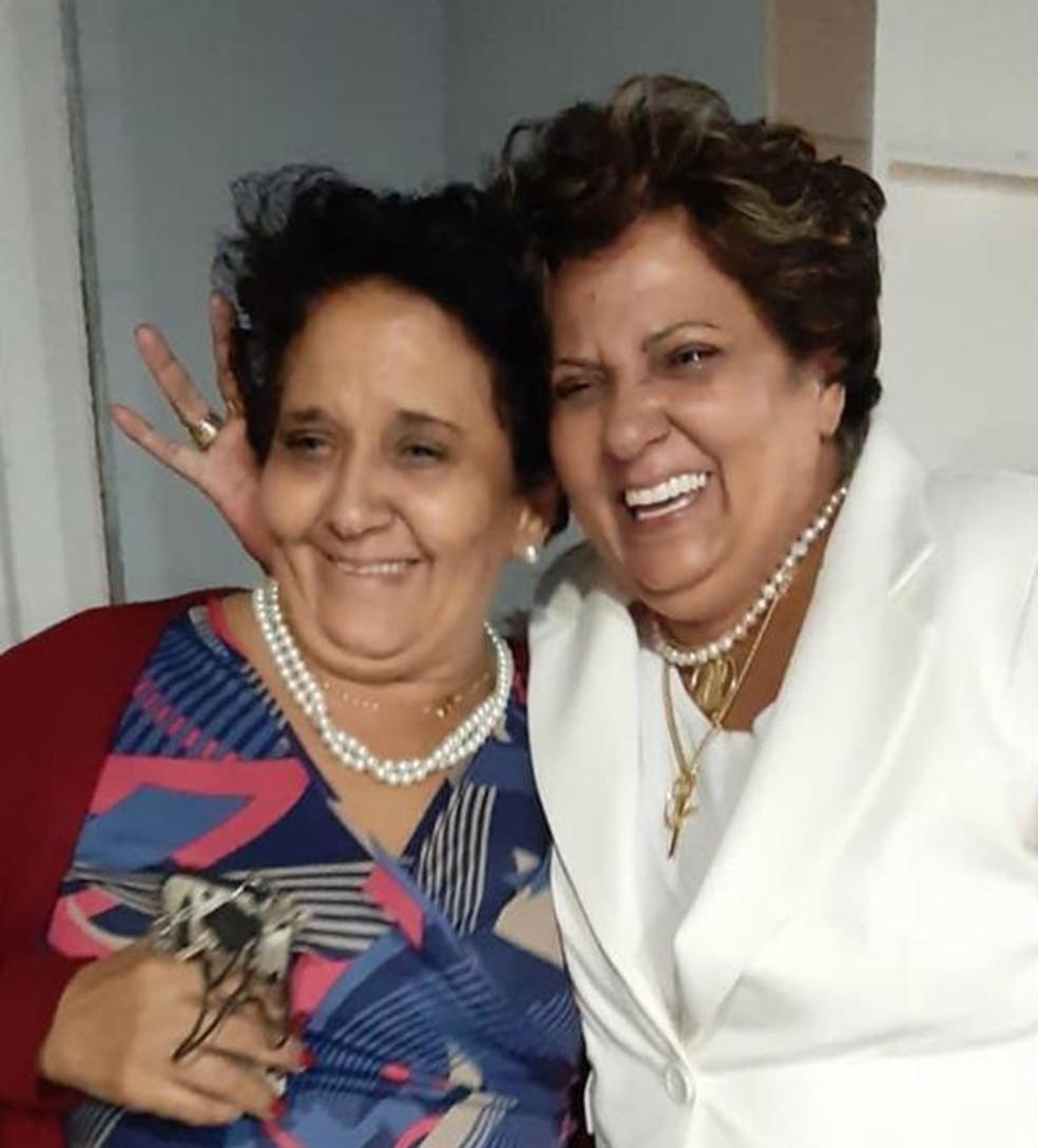Leni (à esquerda) e Luci Peroto, irmãs gêmeas vítimas da Covid-19 em Mogi Mirim — Foto: Mara Goldim/Arquivo Pessoal